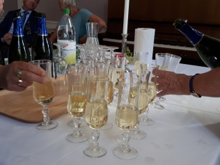 Sparkling wine for the crowd
